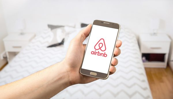 airnbnb-on-demand-economy-app